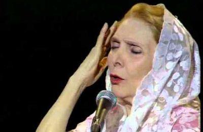 """María Dolores Pradera interprète """"La hija de Don Juan Alba"""""""