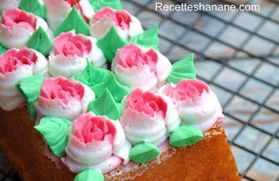 Recette de base pour cake et muffins + décoration florale avec la douille magique