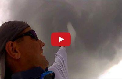 Vidéo - un pêcheur américain frôle une trombe marine en hors-bord