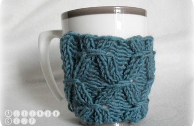 For Coffee, a smocked Mug ...