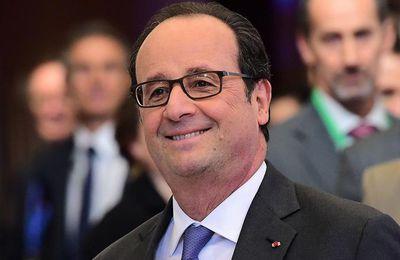 Sur Facebook, Hollande s'empresse de se féliciter de la baisse du chômage