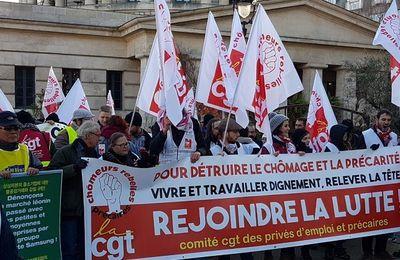 Chômeurs et précaires manifestent à Paris, à quelques mois de la présidentielle