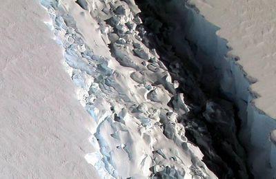 Une photo de la Nasa révèle une faille de 90 m de large dans un glacier de l'Antarctique