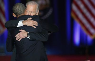 La tendresse unique de l'amitié entre Joe Biden et Barack Obama