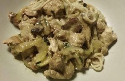 Wok poulet curry et courgettes - Recette légère
