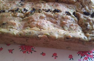 Cake courgettes & olives noires