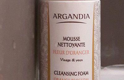 Mousse nettoyante visage à la fleur d'oranger de chez Argandia