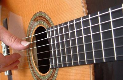 10 consigli per suonare la chitarra