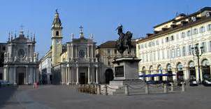 Piazza San Carlo un petardo e il via al massacro tra vili