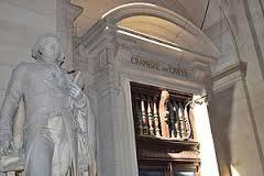 La prescription biennale peut être soulevée d'office par le juge