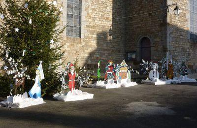 Silhouettes de Noël sur la place de l'église de Rimou
