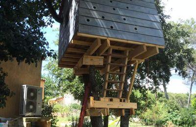 etape 2 le plancher ma cabane dans les arbres. Black Bedroom Furniture Sets. Home Design Ideas