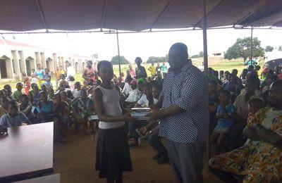 Don de kits scolaires à 500 élèves