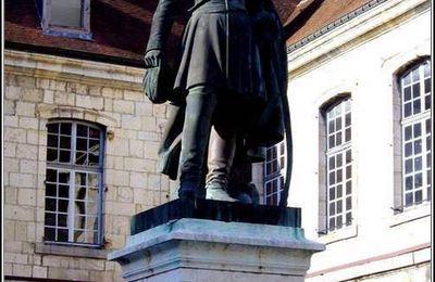 Statue du général Cler devant l'hôtel de ville de Salins-les Bains - Jura.