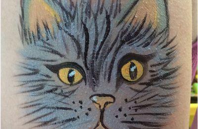 Maquillage grimmage des têtes de chat sur mon amie Chantal