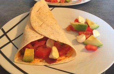 Wraps frais pesto, tomate, avocat, mozzarella et jambon cru