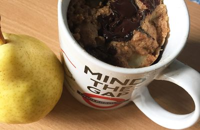 Mug cake poire chocolat sans matière grasse
