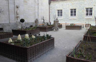 Jardin de la basilique Notre Dame de Boulogne sur Mer pour le défi de Khanel3 (un végétal)
