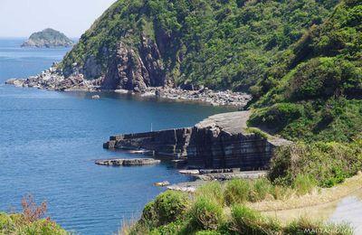Le bleu de la mer du Japon - les vacances en mai