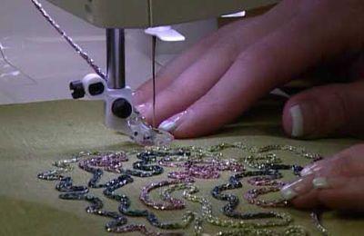 Embellir le tissu avec le pied pour la couture de cordons - Vidéos