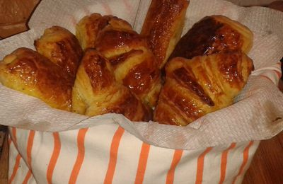 Fragranti croissant all'albicocca e saccottini al cioccolato
