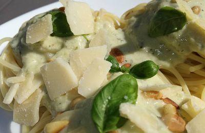 pates sauce aux courgettes,pignons de pin , parmesan crème
