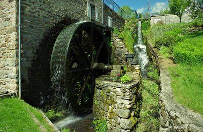 Les moulins de la morge et le gour de Tazenat.