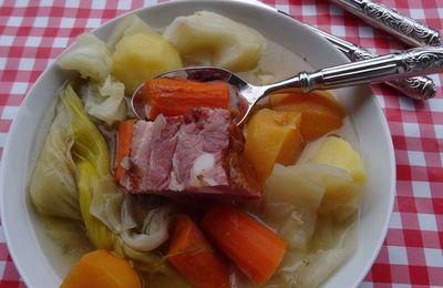 Soupe de légumes à la poitrine fumée
