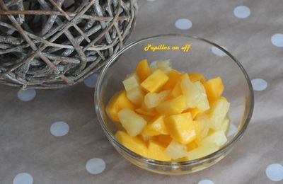 Salade de fruits exotiques : mangue, ananas, fruits de la passion