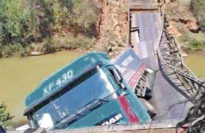RN7 – Le pont de Vohiposa s'effondre