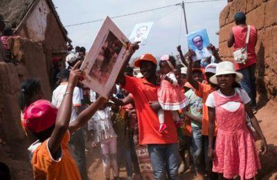 """A Madagascar, le succès du """"retournement des morts"""", malgré la peste"""