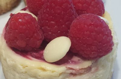 Mini cheese cake au chocolat blanc et framboises