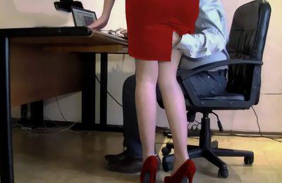 Una sentencia declara legal que la secretaria tenga que mantener relaciones sexuales con su jefe