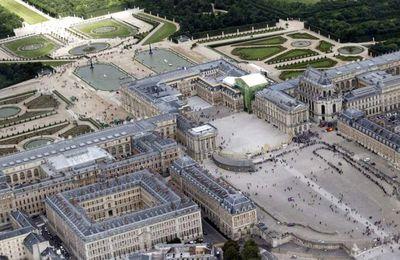 Poutine reçu à Versailles : pourquoi Macron a-t-il fait ce choix ?