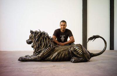 Le jeune sculpteur marocain, Lahcen Iwi, à un talent fou !
