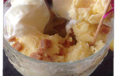 Glace à la vanille et ses morceaux de fudges au caramel