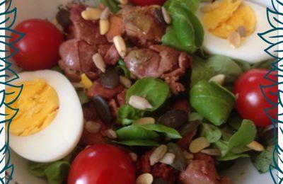 Mâche aux foies de volaille, tomates cerise, oeufs