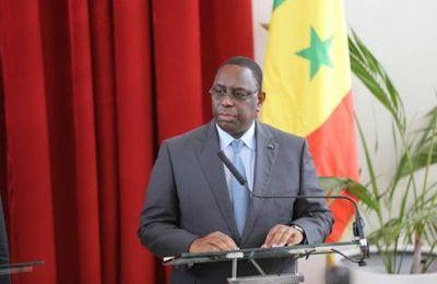 Sénégal: le président Sall aurait évoqué devant des chefs religieux une libération de Karim Wade (médias)