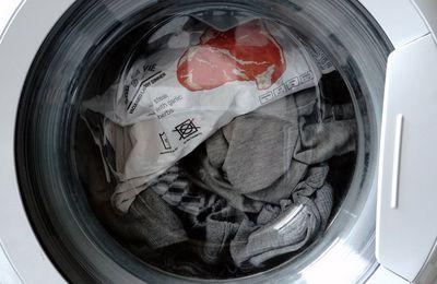 Prato quente no màquina de lavar roupa.