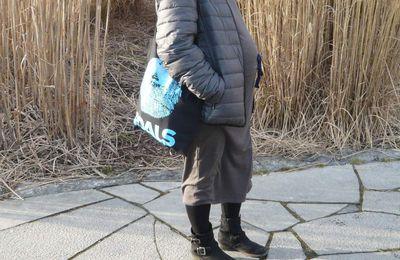 Robe Uniqlo Princesse Tam Tam tout confort pour J-3 et tote bag Foals