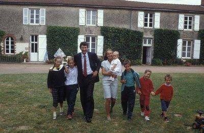 Seul Philippe de Villiers propose une politique familiale pour la France