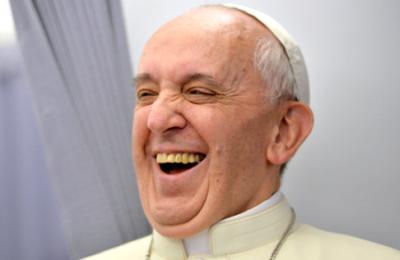 Vatican : orgies homosexuelles et drogue dans l'appartement d'un loup déguisé en prêtre