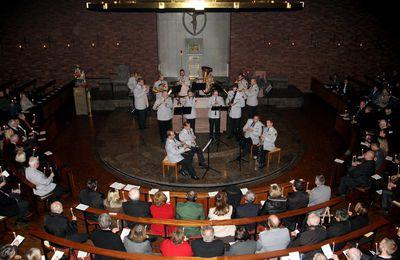 Außergewöhnlicher Musikgenuss: vier Ensembles des Heeresmusikkorps Veitshöchheim brillierten beim Adventskonzert in der Kuratiekirche - 250 Besucher spendeten 1.440 Euro für Soldatenhilfswerk