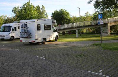 Gemeinderat  lehnte mehrheitlich SPD-Antrag für sofortigen Stromanschluss für Wohnmobile am Mainsteg ab - Neue Beratung zurückgestellt bis zur Vorlage eines Umgestaltungskonzeptes nach Stegabbruch