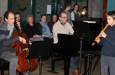 Stimmungsvolles Weihnachtskonzert der Veitshöchheimer Musikschule in der vollbesetzten Schulaula