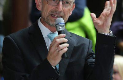 Veitshöchheimer Schulleiter Dieter Brückner erneut zum Vorsitzenden der Bundesdirektorenkonferenz gewählt - Thema Lehrermangel auf Titelseite der FAZ