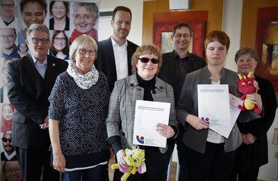 Veitshöchheimer Berufsförderungswerk bildete erfolgreich weitere Blinde zu Schriftdolmetschern für Hörgeschädigte aus - Doppelte Inklusion
