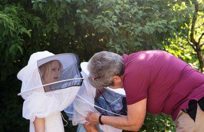 Erlebnisbesuch des Veitshöchheimer Kindergartens Menschenskinder  am Fachzentrum Bienen der LWG