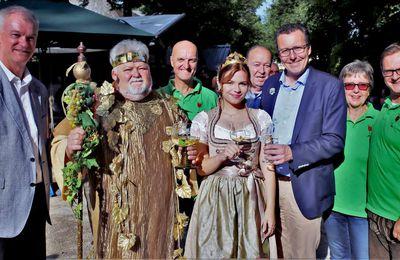 Stimmungsvoller Auftakt des viertägigen Weinfestes im Veitshöchheimer Rokokogarten