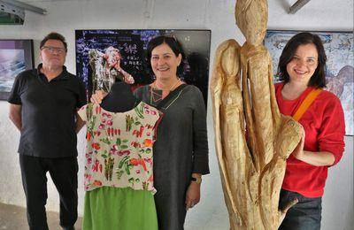 Wieder sehenswerte Open-Air-Galerie in Superjumboloans mit Holzskulpturen, Fotokunst und Schmuck- und Modedesign - Am  nächsten Wochenende nochmals geöffnet